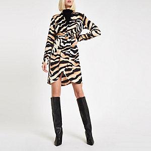 Beiges Blusenkleid mit Tigerprint