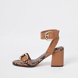 Bruine sandalen met slangenprint en blokhak