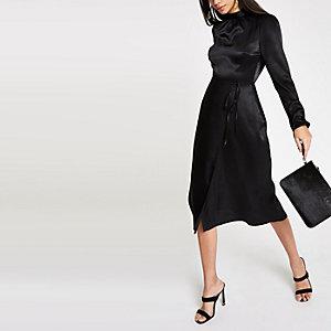 Zwarte midi-jurk met strikceintuur en lange mouwen