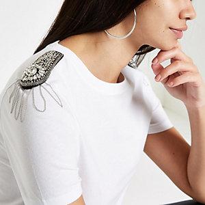 Wit T-shirt met diamantjes op de schouder