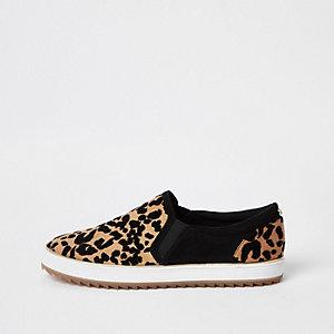 Bruine slip-on sneakers met luipaardprint