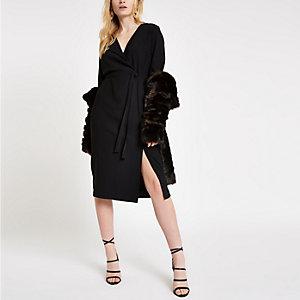 Zwarte midi-jurk met overslag voor en strikceintuur