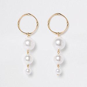 Pendants d'oreilles dorés à trois perles