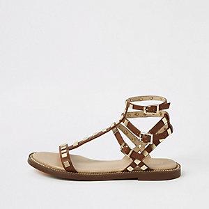 Sandales marron à brides cloutées