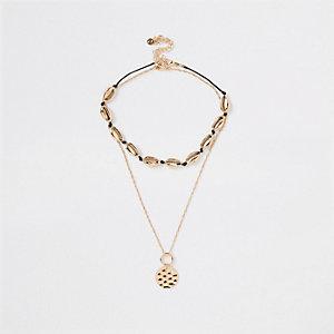 Lot de colliers dorés à pendentif coquillage