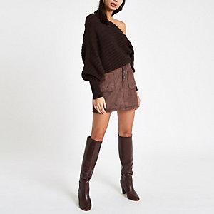 Mini jupe en suédine marron boutonnée sur le devant