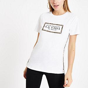 T-shirt «la vida» blanc à passepoil imprimé léopard