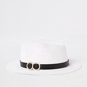 Witte strooien hoed met dubbele ring aan de rand