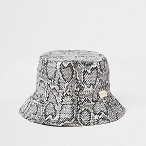 Grijs hoedje met slangenprint