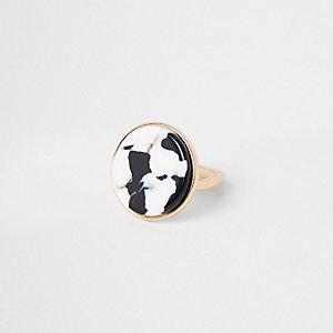 Goudkleurige ring met koe-print