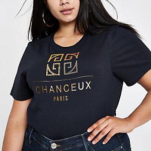 Plus – T-shirt bleu marine à imprimé « Chanceux »