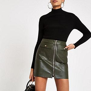 Mini-jupe en cuir synthétique kaki zippée sur le devant