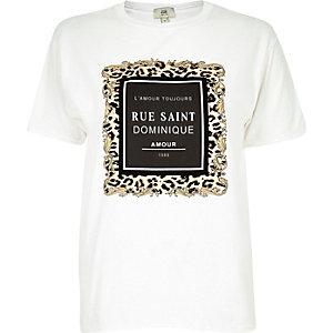 Petite – T-shirt « Rue Saint Dominique » à imprimé floqué blanc