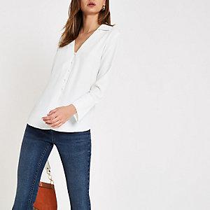 Chemise boutonnée blanche à col en V