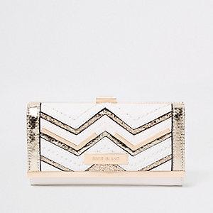 White metallic cutabout clip top purse