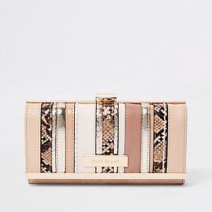 Beige metallic portemonnee met druksluiting en uitsnedes