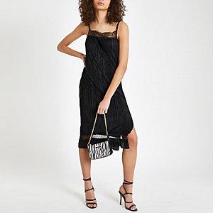 Schwarzes Kleid mit Spitzenbordüre