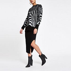 Schwarzer Pullover mit Zebra-Print