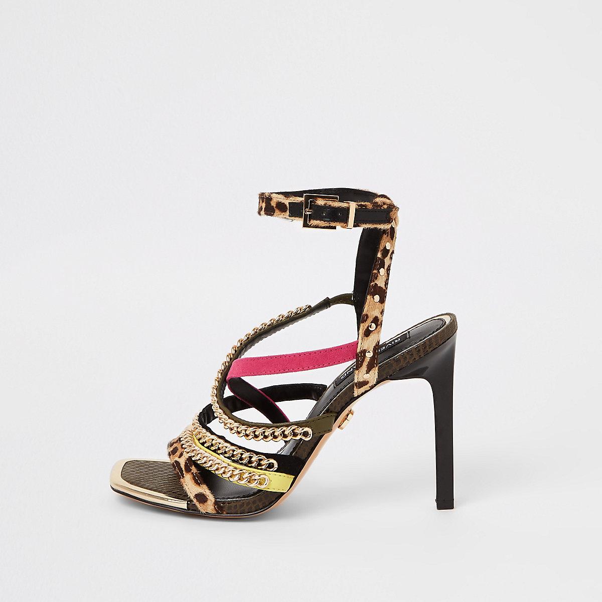 Sandales imprimé léopard marron à talon et bride à maillons