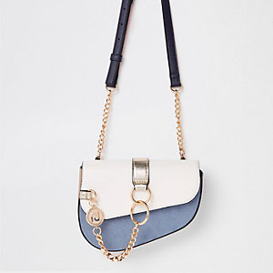 Lichtblauwe tas met ketting voor en riem