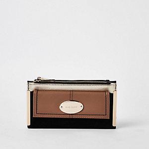 Black oval RI branding fold out purse