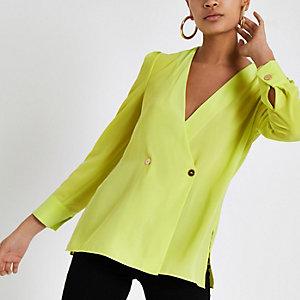 Felgroene blouse met knoopdetail