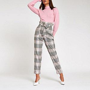 Pantalon carotte à carreaux rose avec taille haute et ceinture à anneau