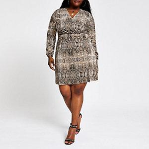 Plus – Braunes Swing-Kleid in Schlangenlederoptik