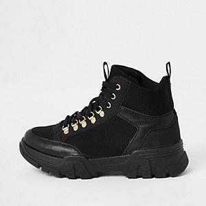 Baskets noires à semelle épaisse et lacets