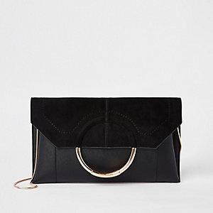 Pochette noire façon enveloppe avec anneau devant