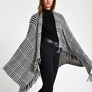 Black check fluffy cape