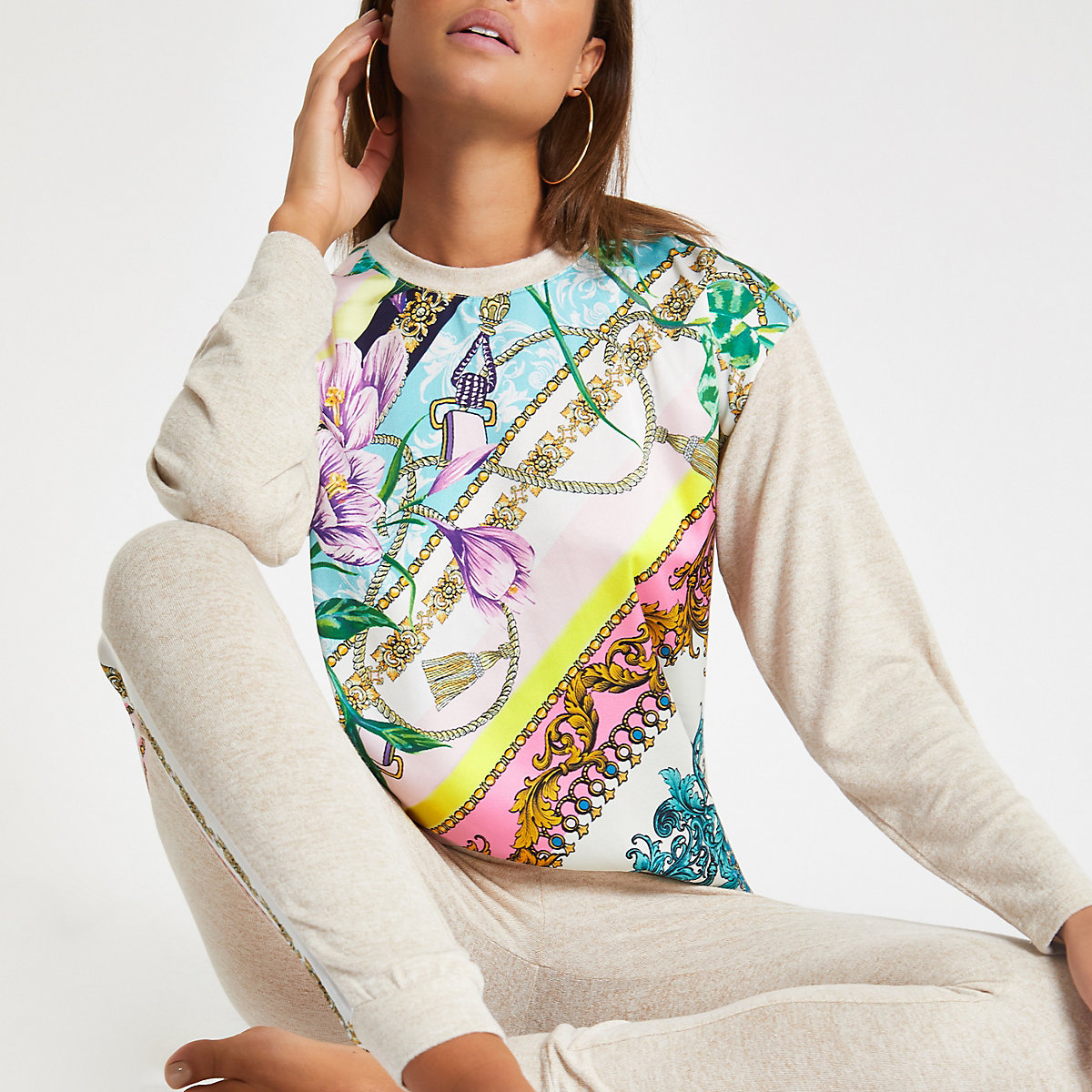 Beige pyjamatop met bloemenprint
