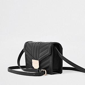 Schwarze, gesteppte Mini-Umhängetasche