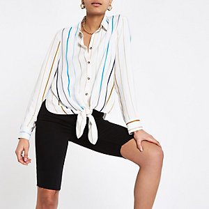 Chemise rayée blanche nouée devant