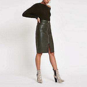 Jupe mi-longue en similicuir kaki zippée sur le devant