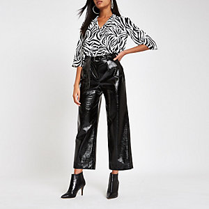 Weiße, kurze Bluse mit Zebraprint