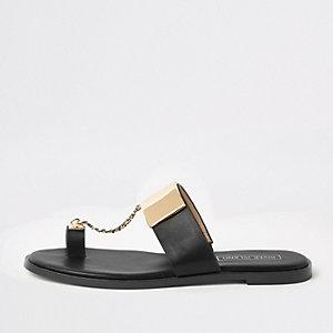 Sandales noires à entredoigt et chaîne