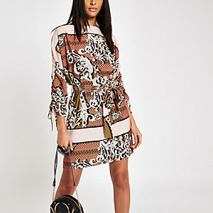 Brown chain print tie waist swing dress