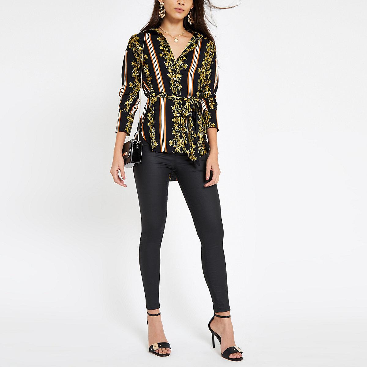 Zwarte blouse met barokprint en strikceintuur
