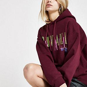 Bordeauxrode hoodie met 'Trouvaille'-neonprint
