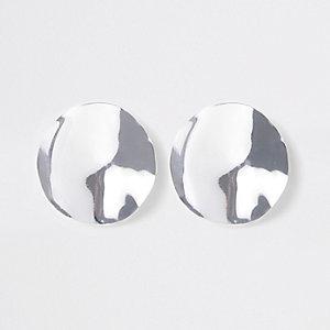 Zilverkleurige oorknopjes met geslagen schijf