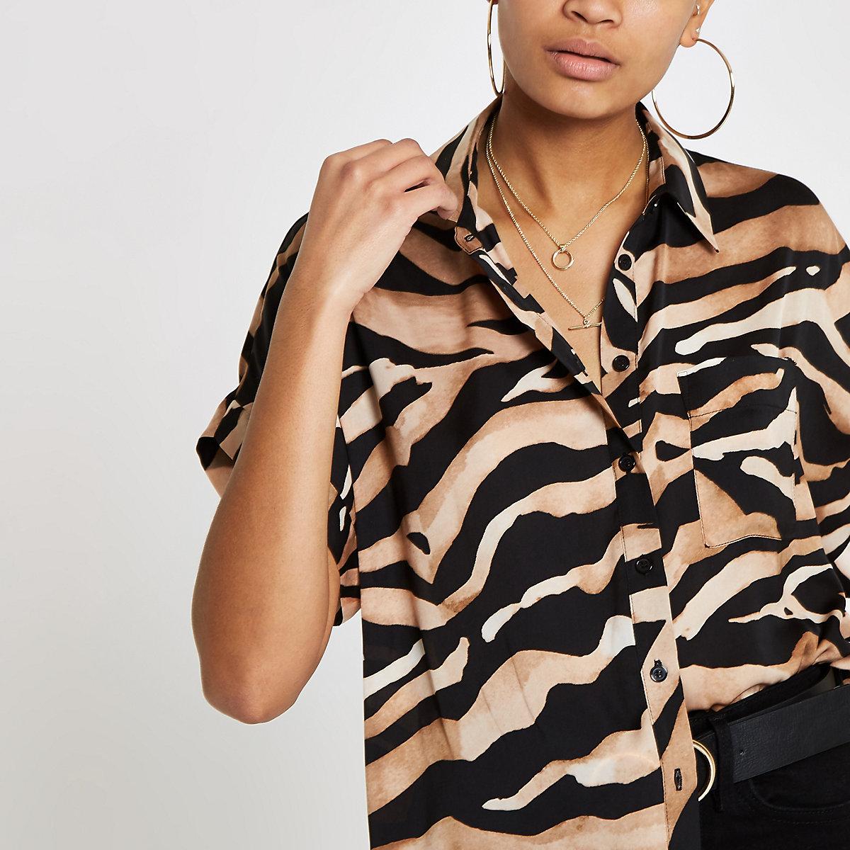 Brown tiger print short sleeve shirt