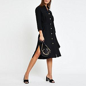 Robe chemise noire nouée à la taille
