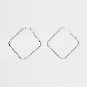 Zilverkleurige oorringen met vierkant