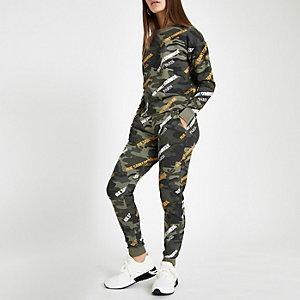 RI Petite - Kaki sweatshirt met 'Rue Saint'- en camouflageprint