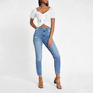 Witte crop top met striksluiting
