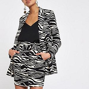 Zwarte blazer met zebraprint