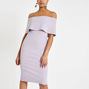 Robe mi-longue violet clair effet cape