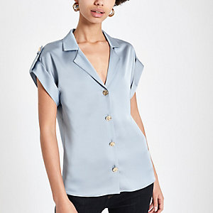 Blaues, kurzärmeliges Utility-Hemd