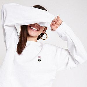 White rose embroidered sweatshirt